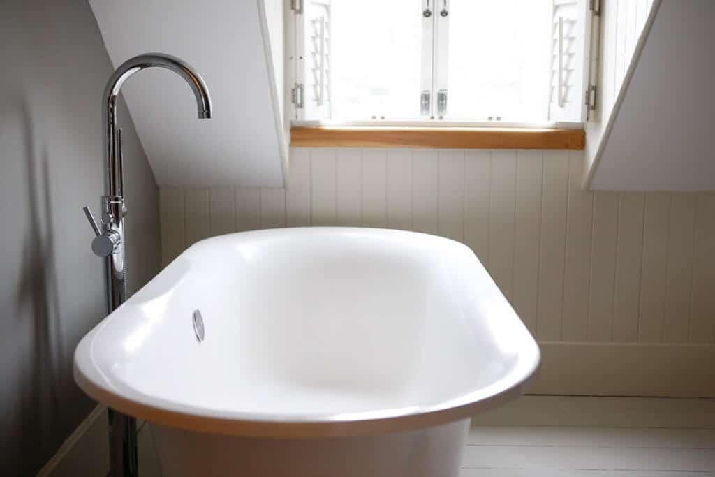 room 5 bathtub llys meddyg hotel newport pembrokeshire
