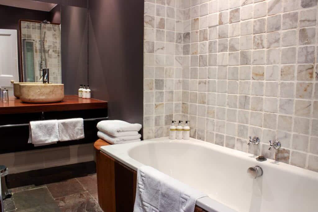 llys meddyg newport pembrokeshire room 2 bath